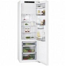 AEG įmontuojamas šaldytuvas su šaldikliu SFE81826ZC